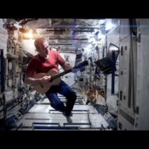 Space Oddity, de David Bowie, cantada desde la estación espacial internacional