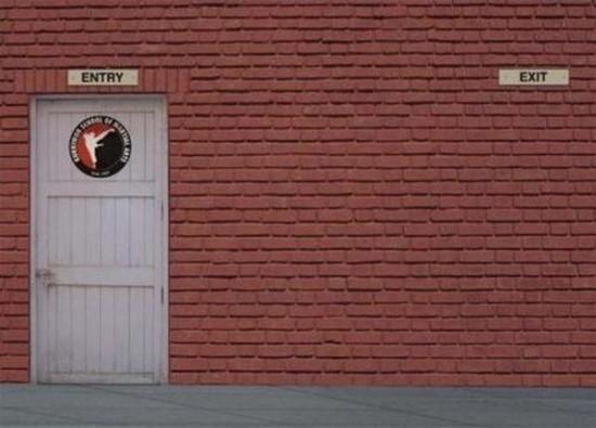 Anuncio creativo de una escuela de artes marciales
