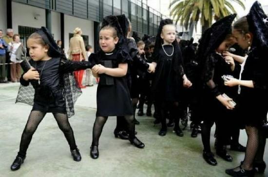 Primer avistamiento de niños catalanes españolizados por Wert!!!