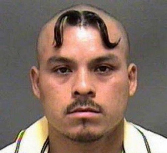 Su bigote se está espacapando, señor