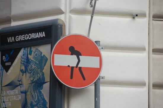 Curiosa señal de dirección prohibida