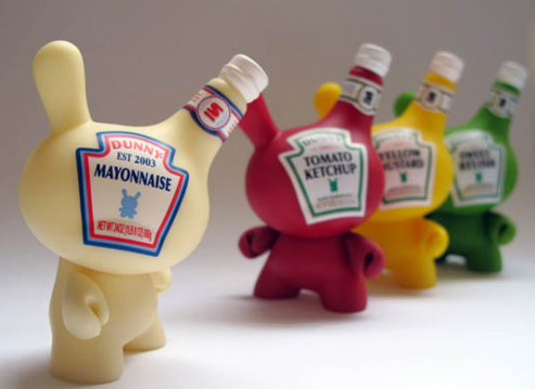 Curiosos botes de mayonesa, ketchup y mostaza
