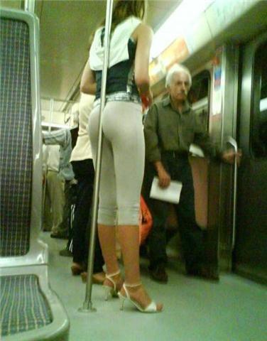 Como agarrarse en el Metro para no caerse