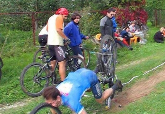 Caídas tontas y graciosas en bici (6)