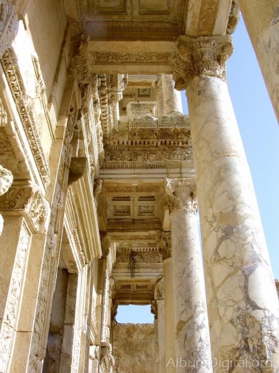 Columnas de la biblioteca de Éfeso en Turquía