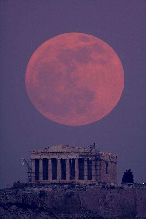 Luna llena sobre el Partenón