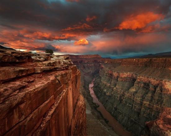 Puesta de sol sobre el río Colorado