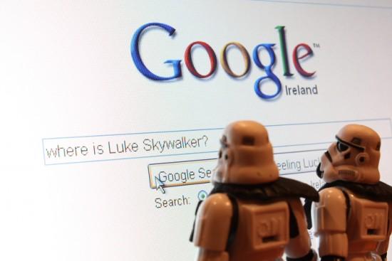 Tropas imperiales buscando a Luke Skywalker