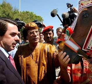 Cuando Gadafi regaló un caballo a Aznar