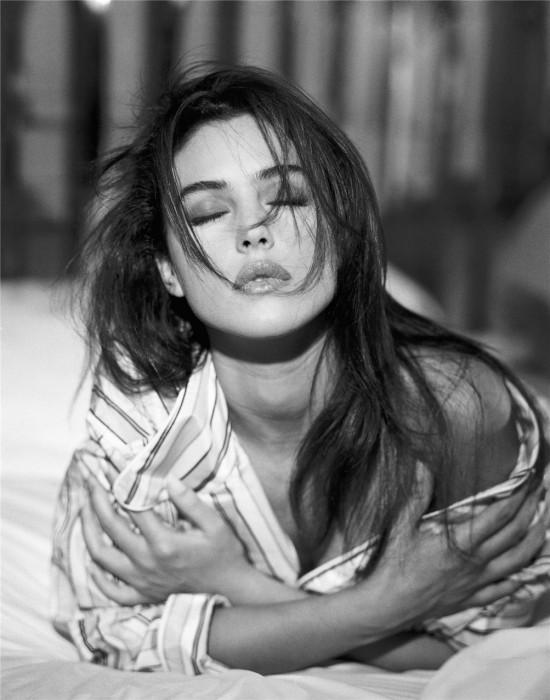 Mónica Bellucci en blanco y negro