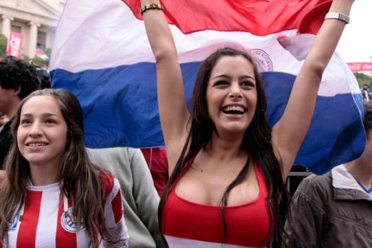 Modelo paraguaya Larissa Riquelme - fans y fanáticas del mundial 2