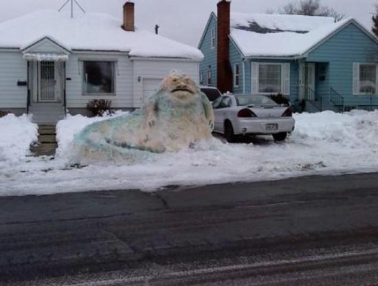 Escultura de nieve de Jabba el Hutt