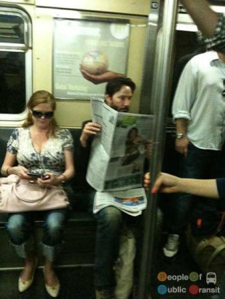 Keanu Reeves en el metro