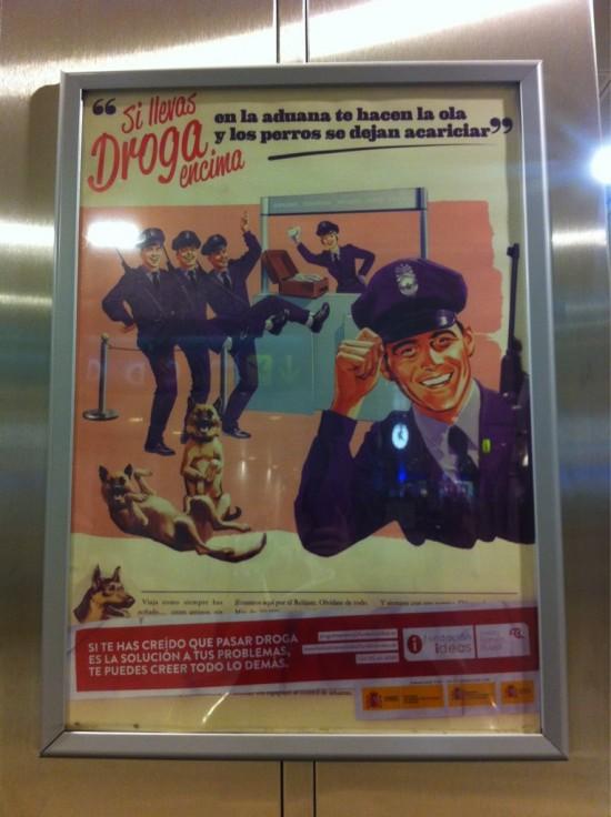 Cartel de la policía antidrogas de Barajas (Madrid)