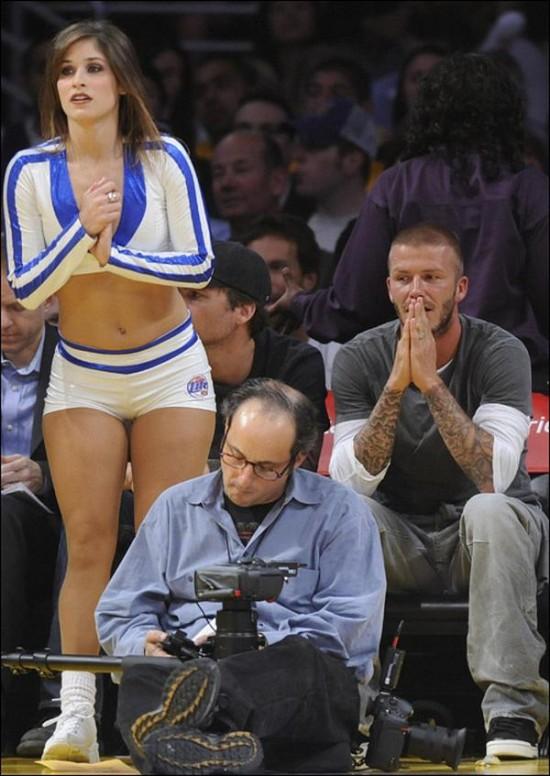 Beckham cazado mirándole el culo a una animadora