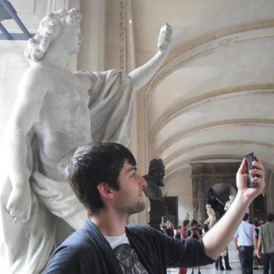Las estatuas tenían smartphones