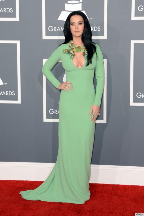 Ellen De Generes mirándole el escote a Kate Perry en los Grammy