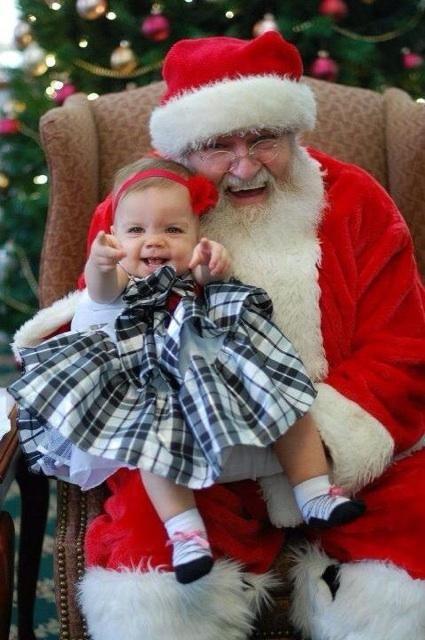 Niña alucina con Papá Noel