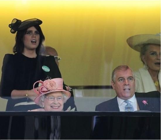 El caballo de la Reina de Inglaterra gana la carrera