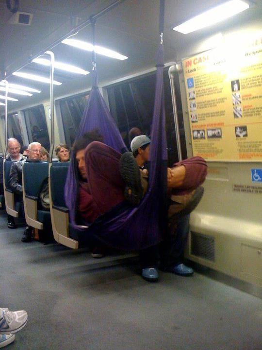 En el metro... con la hamaca