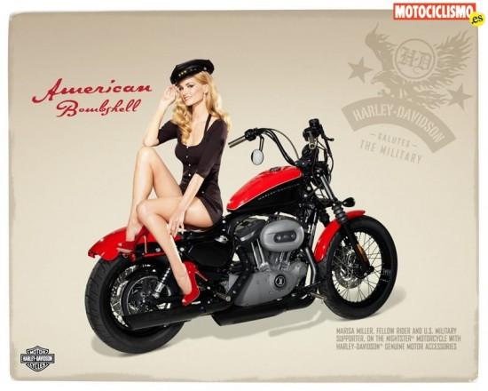 Marisa Miller conduciendo una Harley