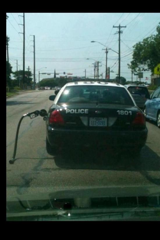 Policía se va sin pagar