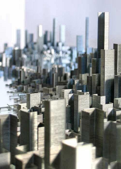 Rascacielos hechos con grapas