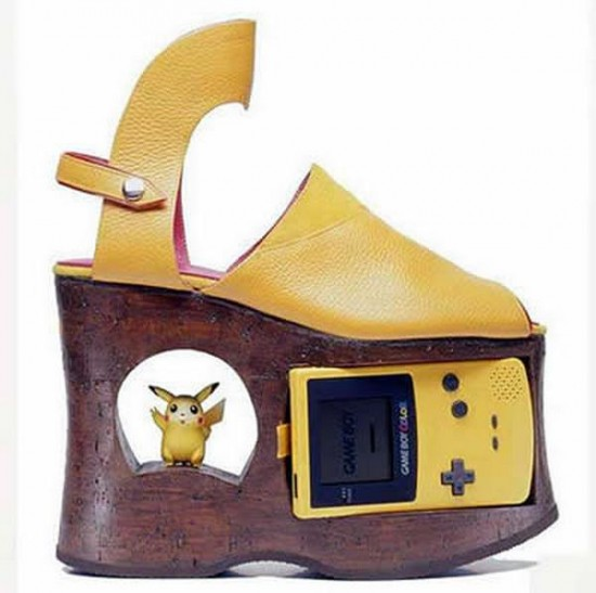 Sandalias de Pokemon  con gameboy incorporada