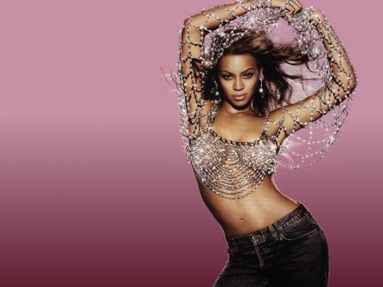 Beyonce Knowles posando