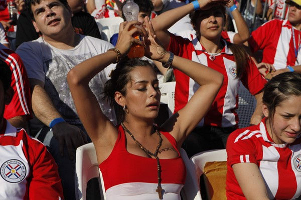 Photos Profiles: World Cup 2010- Paraguay hot girl fan